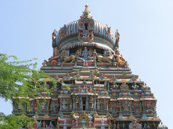Pestrobarevný hinduistický chrám