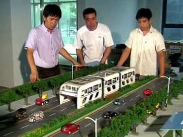 Model obřího autobusu
