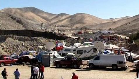 Chilský důl, ve kterém uvízlo 33 horníků