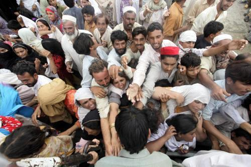 Pákistán čeká na humanitární pomoc