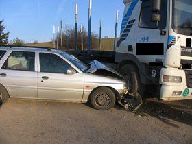 Nehoda osobního auta a kamionu