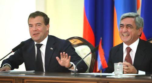 Dmitrij Medvěděv a Serž Sargsjan