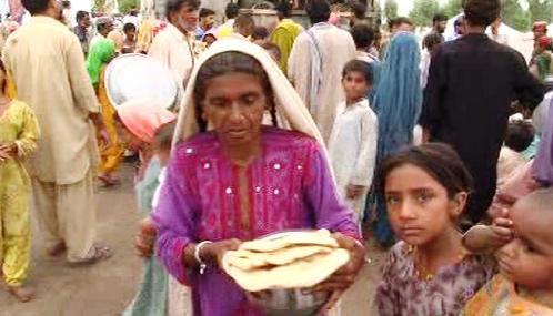 Po povodních jsou Pákistánci odkázáni na humanitární pomoc