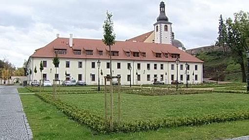 Piaristický klášter v Ostrově na Karlovarsku