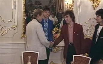 Václav Havel vítá Rollng Stones na Pražském hradě