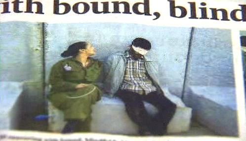 Eden Abergilová s palestinským vězněm
