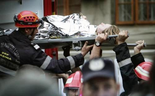 Záchranáři zasahují po výbuchu v bukurešťské porodnici
