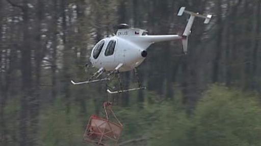 Postřik s pomocí vrtulníku
