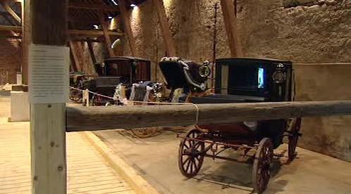 Expozice kočárů na zámku Veltrusy