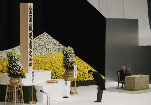 Japonský premiér Naoto Kan během výročí kapitulace