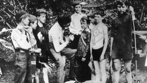 Ernst Thompson Seton při práci s mládeží