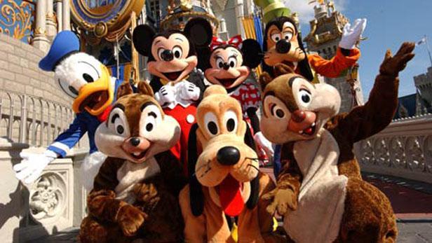 Průvod Disneylandem