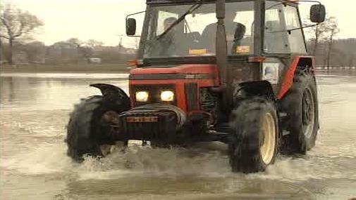 Deště komplikují zemědělcům práci
