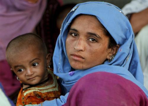 Pákistánka zasažená povodněmi