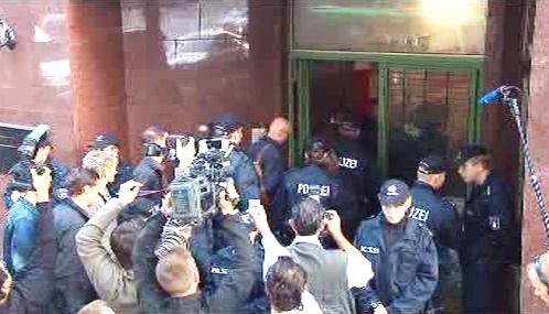 Policie vyklízí zavřenou mešitu v Hamburku