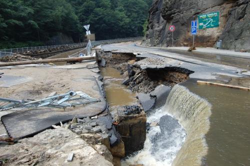 Záplavy poškodily silnice