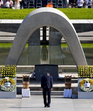 Pan Ki-mun u hirošimského památníku
