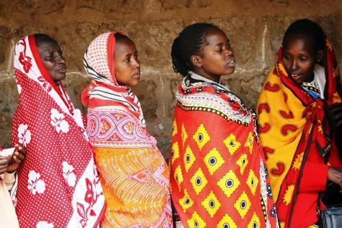 Masajky stojí frontu u volebních místností