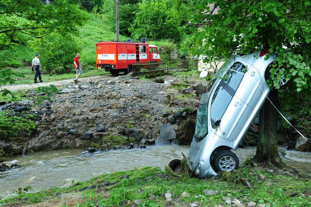 Následky bleskové povodně