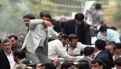 Snímek údajného atentátu na Mahmúda Ahmadínežáda