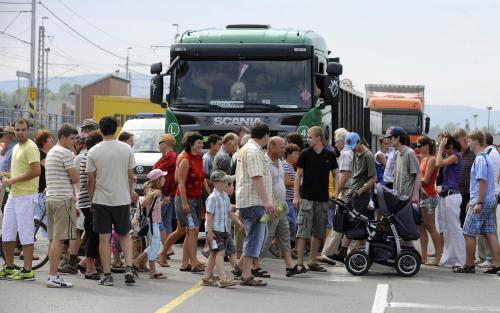 Lidé blokovali přechod pro chodce