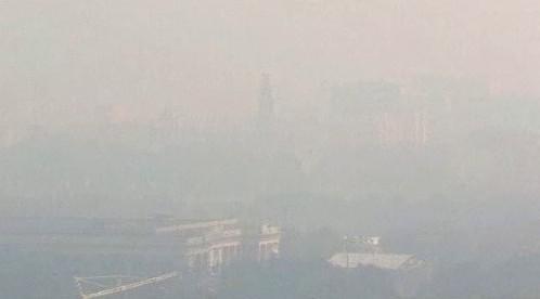 Moskvu zahalil smog