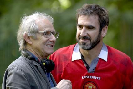Ken Loach a Eric Cantona při natáčení filmu Hledá se Eric