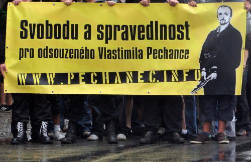 Extremisté žádají propuštění Vlastimila Pechance