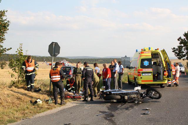Záchranáři u nehody motorkáře
