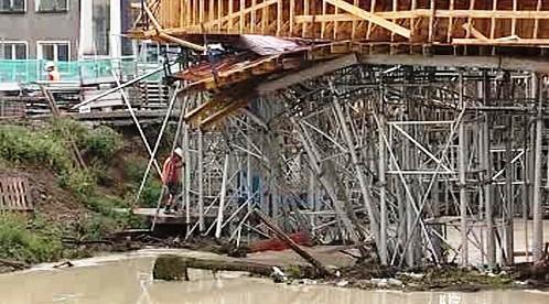 Zničený most v Bílině
