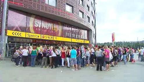 Fanoušci čekají před Synot Tip Arénou