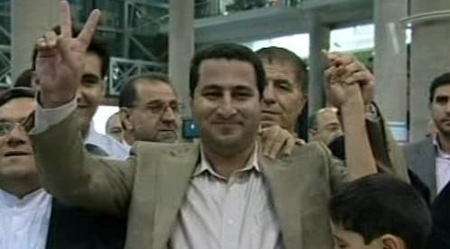 Šahram Amírí na teheránském letišti
