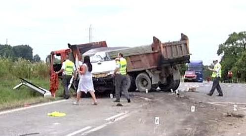 Střet dodávky s nákladním autem