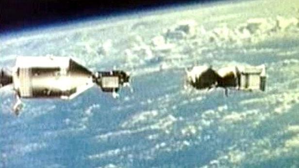 Přiblížení Sojuzu a Apolla