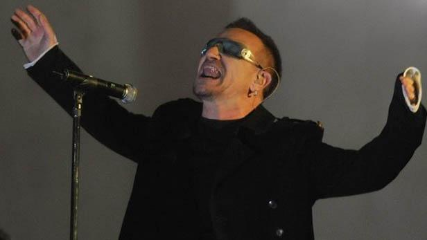 U2 / Bono u Braniborské brány