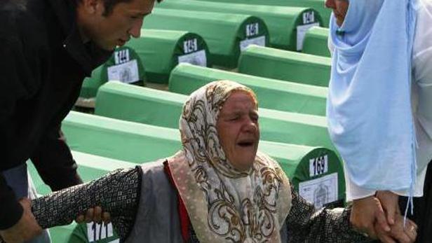 Plačící bosenská žena