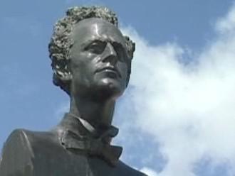 Detail sochy Gustava Mahlera od Jana Koblasy