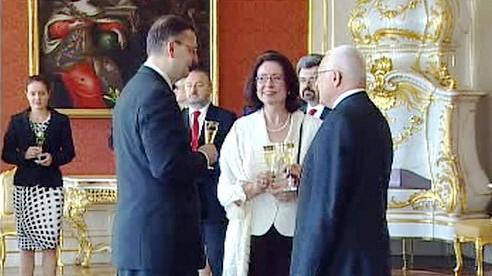 Klaus jmenoval Nečase premiérem