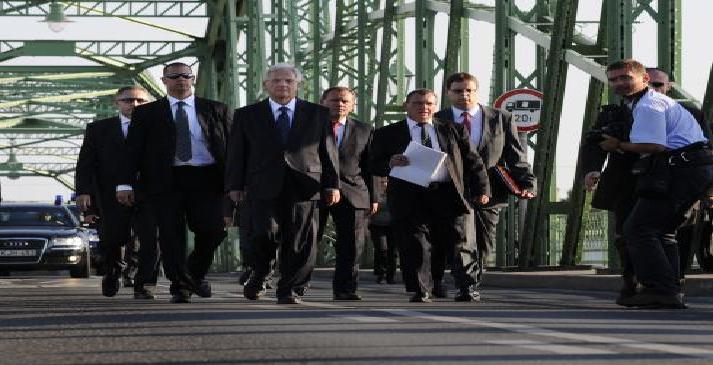 Maďarský prezident na mostě v Komárně
