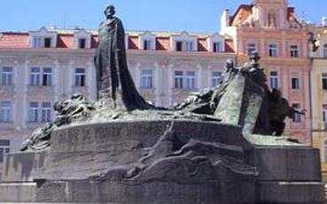 Pomník na Staroměstském náměstí