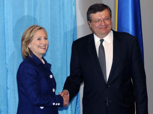 Hillary Clintonová a Kosťantyn Hryščenko