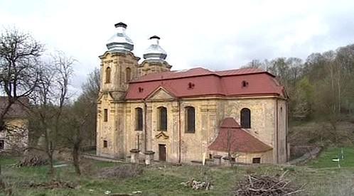 Opuštěný kostel u zaniklé vesnice Skoky