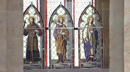 Původní vitráže v mosteckém děkanském kostele