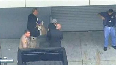 Manuel Noriega na cestě z USA do Francie
