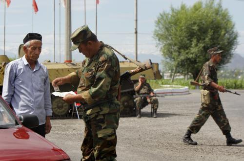 Kontrola řidiče na ošském checkpointu