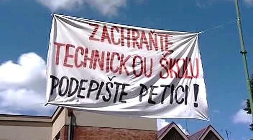 Protesty proti sloučení škol