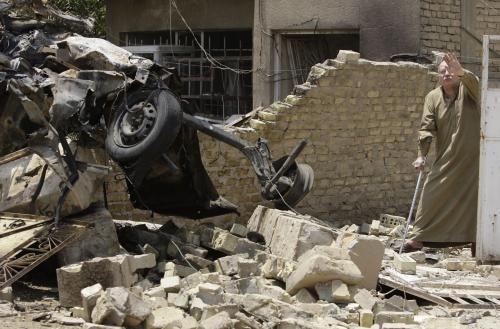 Následky pumového útoku v Bagdádu