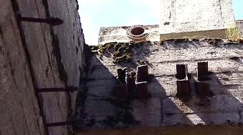 Zničené ocelové výztuže ve zdivu