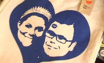 Snoubenci se ve Stockholmu usmívají ze všech stran