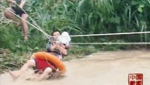 Čína evakuuje lidi postižené povodněmi